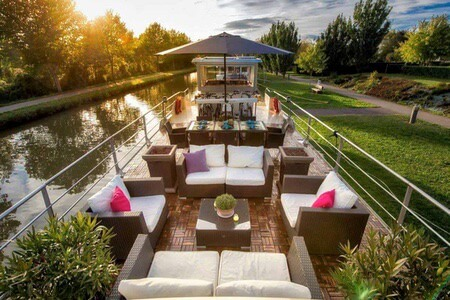 Enjoy your time on the luxury barge in france